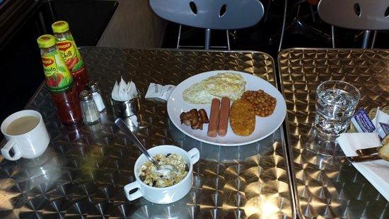 Classique Hotel : Breakfast