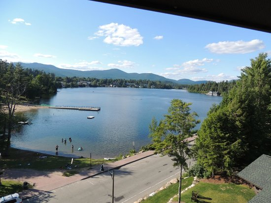 Hampton Inn & Suites Lake Placid: View on entire length of Mirror Lake from 5th floor balcony