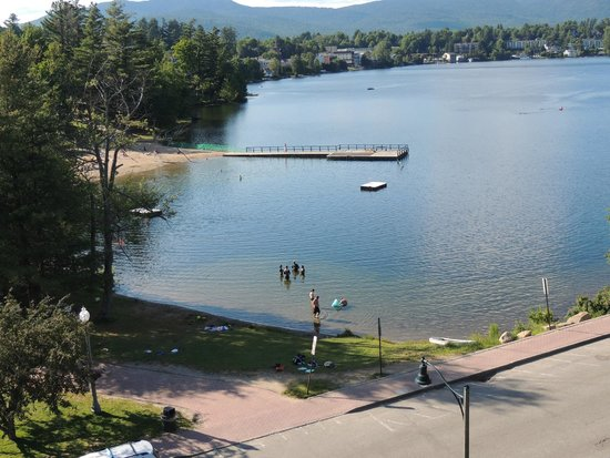 Hampton Inn & Suites Lake Placid : Public beach right across the street