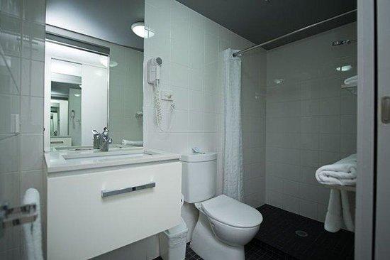 George Williams Hotel: Bathroom