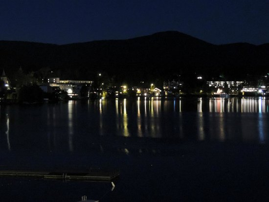 Hampton Inn & Suites Lake Placid: Mirror Lake at night - view from the balcony