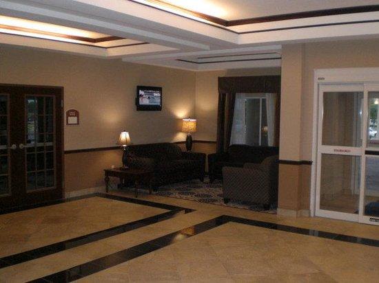 Holiday Inn Express Hotel & Suites Sedalia: Hotel Lobby