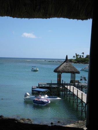 Maritim Resort & Spa Mauritius : Bar to the jetty