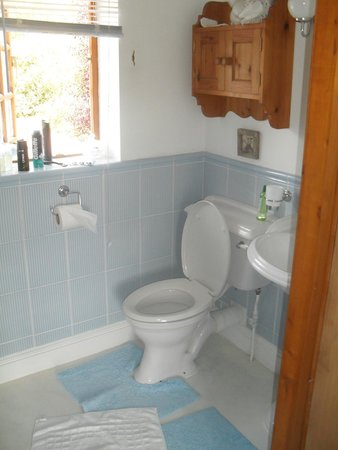 The Cottage: En-suite bathroom
