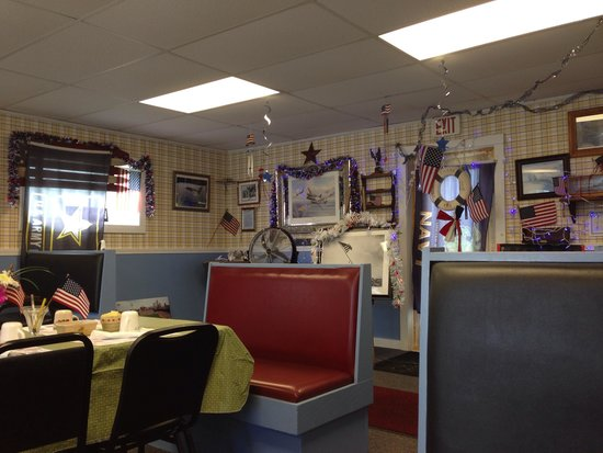 Ship's Chow Hall: Dining room