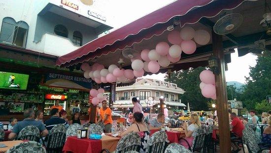 September Restaurant & Bar: Balloons everywhere!!