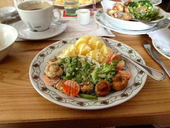 Gasthaus Horster Muhle: Veggie Platter with Boiled Potatoes covered with Hollandaise Sauce