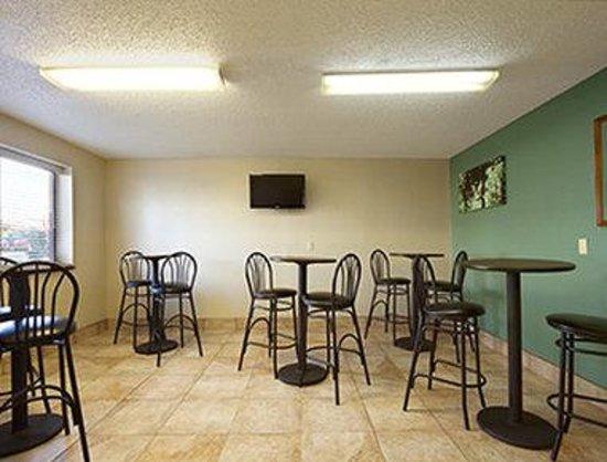 Super 8 Huntsville Alabama: Breakfast Area