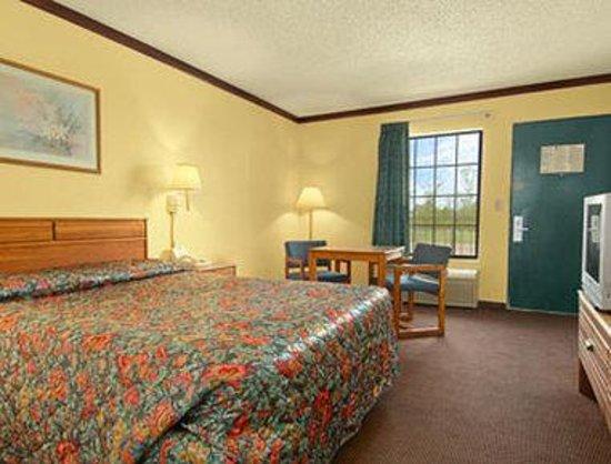 Super 8 Lakeland : Standard Queen Bed Room
