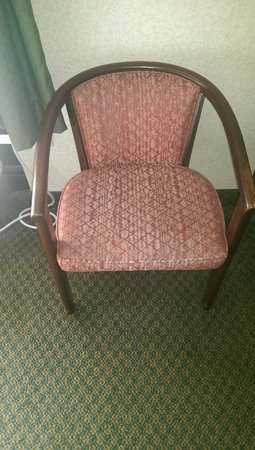Best Western Springfield: The chair is outdated, scratched, and faded.