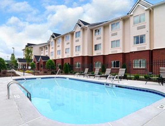 Microtel Inn & Suites by Wyndham Woodstock/Atlanta North : Pool