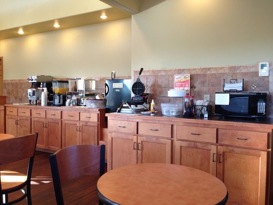 Trade Winds Motel : Breakfast area
