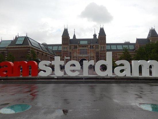 Museum Quarter: museumplein - Iamsterdam con pioggia