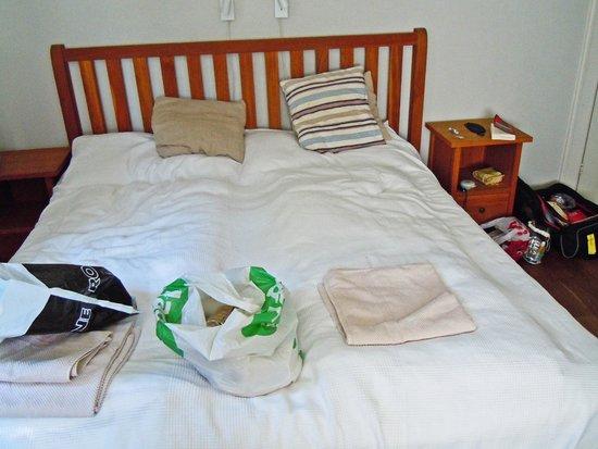 Check Inn Bed & Breakfast: Rum dubbelsäng + extra säng