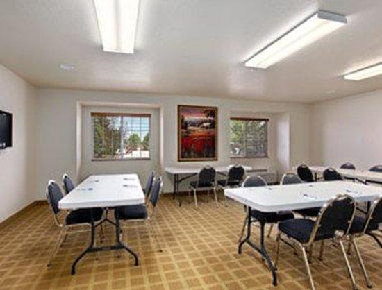 Microtel Inn & Suites by Wyndham Cheyenne: Meeting Room