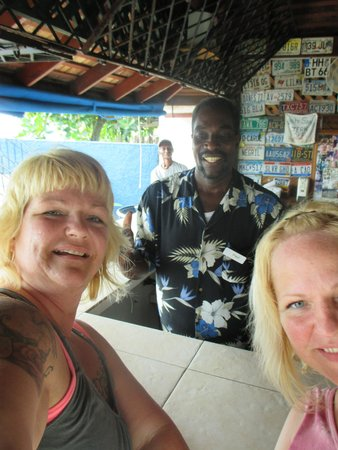 White Sands Negril : Paul is a darn good bar keep! Be careful going back across the road! LOL. Tip well!