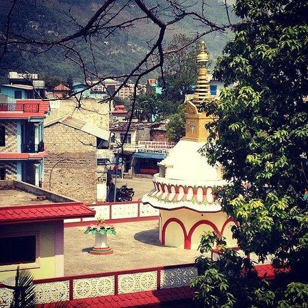 Bindhya Basini Temple: Крыша дома, на котором установлена министупа Сваямба