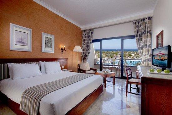 Sonesta Pharaoh Beach Resort Hurghada: Guest Room Sea And Pool View