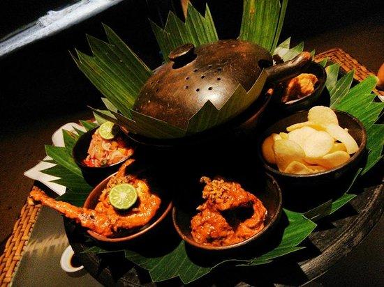 Hotel Ombak Sunset: Great taste of Indonesian Rijstaffel