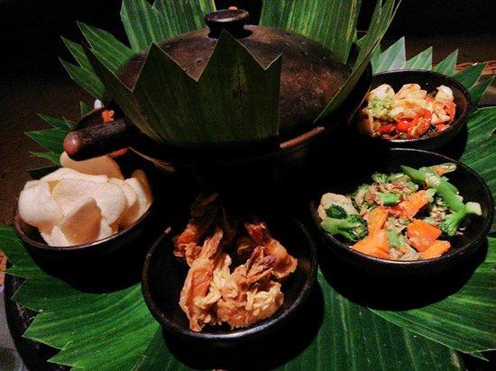 Hotel Ombak Sunset : Great taste of Indonesian Rijstaffel