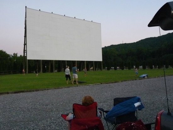 Lookout Mountain / Chattanooga West KOA: play before movie starts