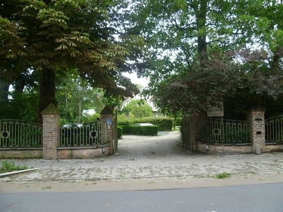 Gasthof Groenhove: Well away from the road,which is quiet anyway.Plenty of parking.