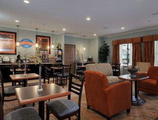 Baymont Inn & Suites Houston Intercontinental Airport: Breakfast Area