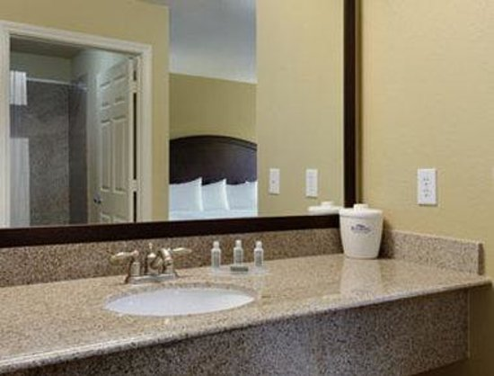 Baymont Inn & Suites Houston Intercontinental Airport: Bathroom