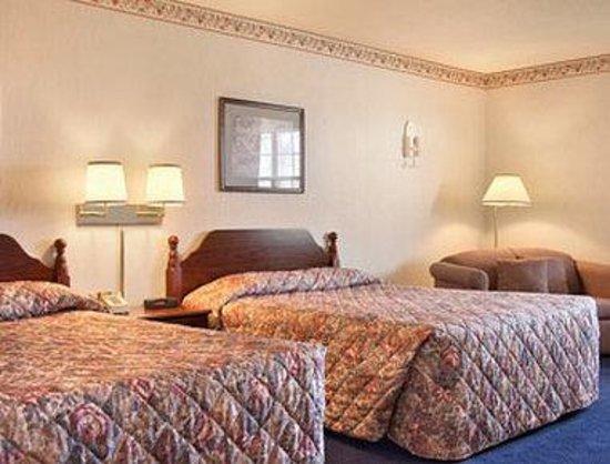 Serve U Inn: Standard Two Queen Bed Room