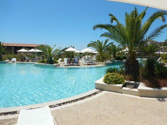 The Westin Resort, Costa Navarino: Utsikt över en av poolerna