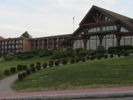 Crowne Plaza Lake Placid: front view