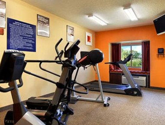 Microtel Inn & Suites by Wyndham Verona: Workout Room