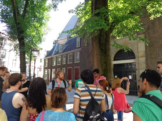 SANDEMANs NEW Europe - Amsterdam : Tour guide Michael in action
