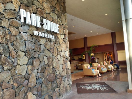 Park Shore Waikiki : Open-air lobby from the street