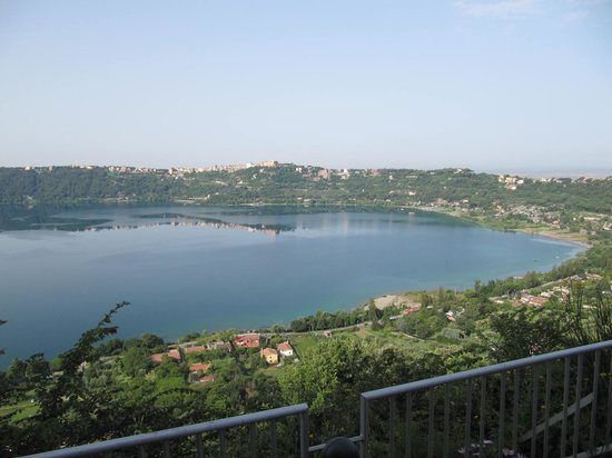 La Locanda del Pontefice: Lake Albano from the garden