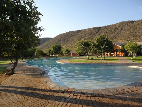 Damara Mopane Lodge: Grande piscine