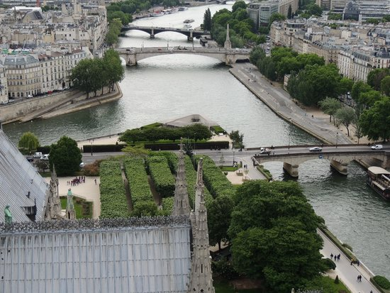 Cathédrale Notre-Dame de Paris : View from the towers on the garden