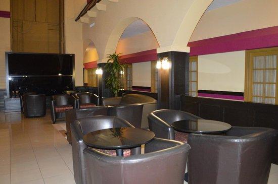 Crowne Plaza Suites Houston - Near Sugar Land : NEAR BAR AREA