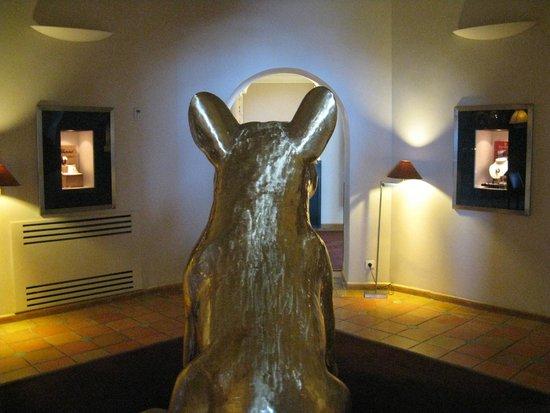 La Villa: Art work in bar