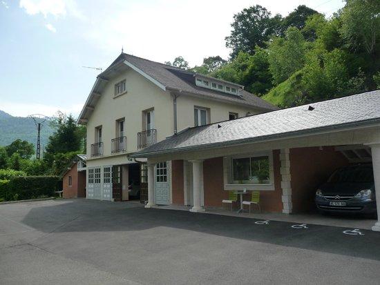 Hôtel Restaurant l'Ayguelade : gebouw met extra kamers.