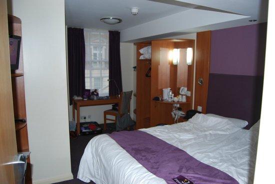 Premier Inn London Victoria Hotel: camera