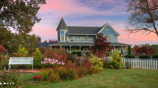 Blue Mountain Mist Country Inn and Cottages