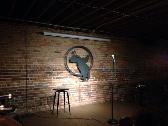 ‪Dead Crow Comedy Room‬
