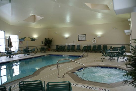 Staybridge Suites Toledo / Maumee: Pool