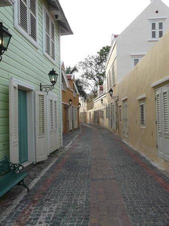 Sonesta Kura Hulanda Village & Spa: One of the hotel's streets