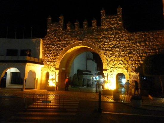 Tej Marhaba Hotel: Port El Kantoui - Entrance to Marina, nice walk
