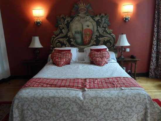 Le Grand Hotel de l'Abbaye : Luxury bed after day on the tandem.