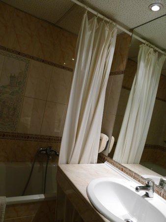City Hotel Unio: bathroom