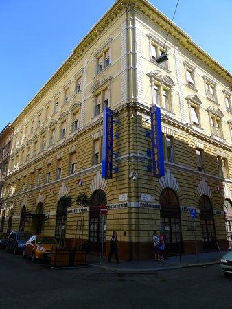 City Hotel Unio: outside