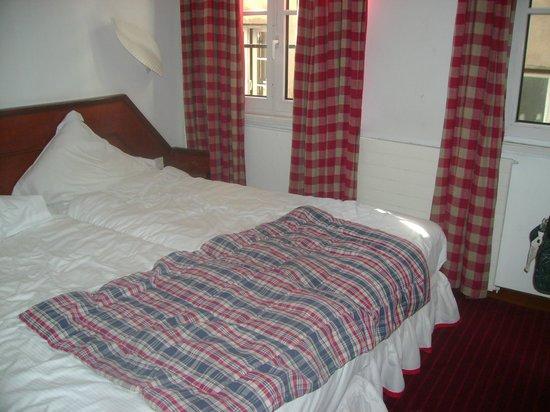 Suisse Hotel: Cama twin